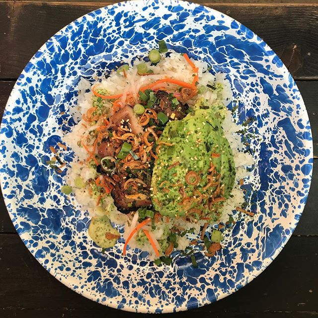 Slinging dope rice bowls all day. Chili pork, Soy Chicken, Tempura Shrimp Or Sesame Tofu...choose wisely 🍚🥗🍤🐔🐷🦈
