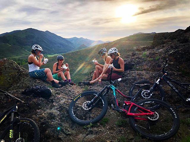 burrito (and beer) breaks are the new water breaks 🙌🏻🌯🍻 #undertheopensky #wildrye #sunvalley  #optoutside #ladyshred #idaho #adventure