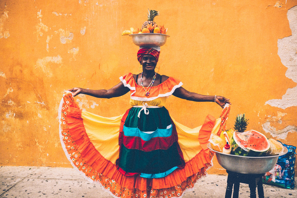 Palenquera woman in Plaza de Santo Domingo