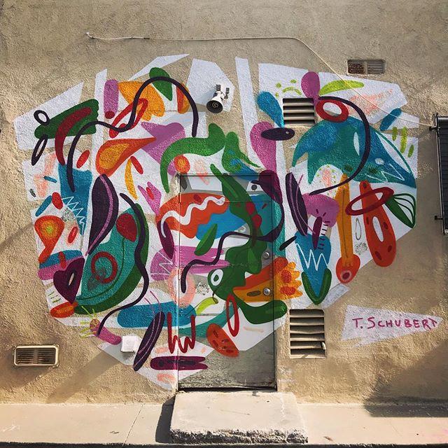Cacophony of color 🖤 @tarsilaschubert #tarsilaschubert #venicebeach #dubai #art #color #love #fun #BEeverywomanla #themusecrypt