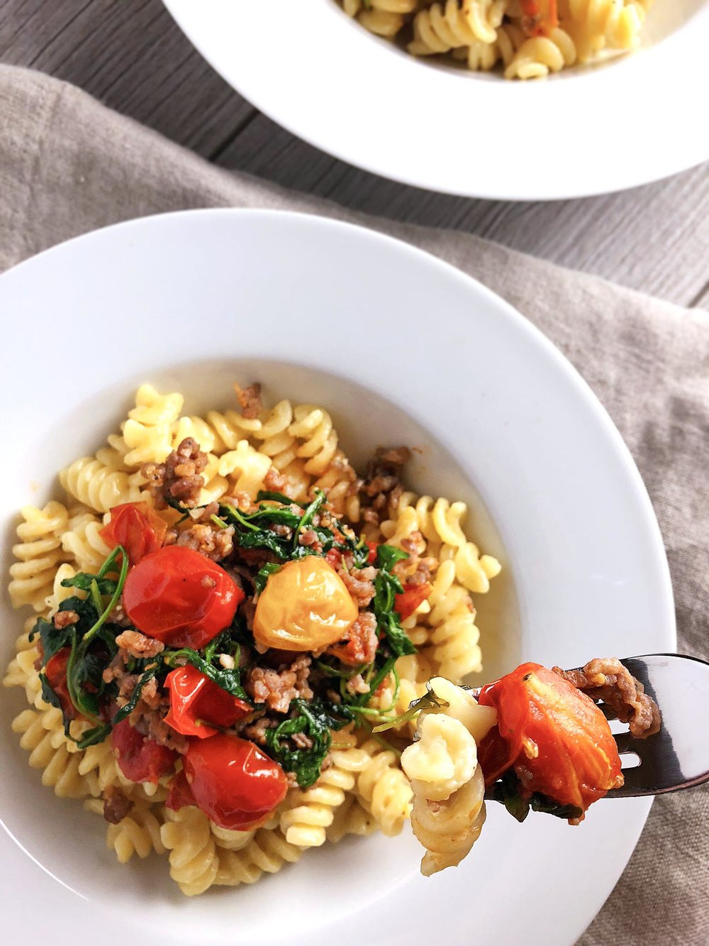 cheesy_fusilli_with_tomatoes_sausage31.jpg