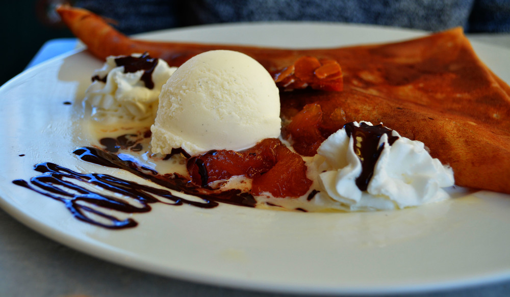 Les Delices De Suzette: Apple tatin, one scoop vanilla ice cream, homemade chocolate sauce, whipped cream