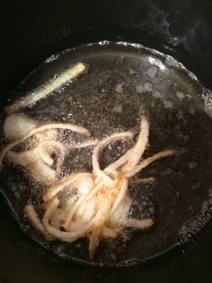 Fresh onions fried in coconut oil!