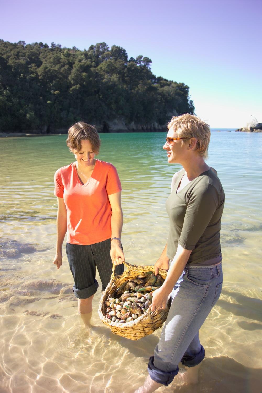 08.ac Pair gathering mussels.jpg