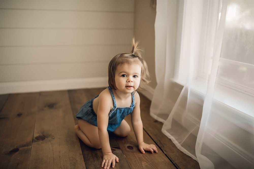 shelby-schiller-photography-child-milestone-toddler-with-rustic-modern-farmhouse-wood.jpg