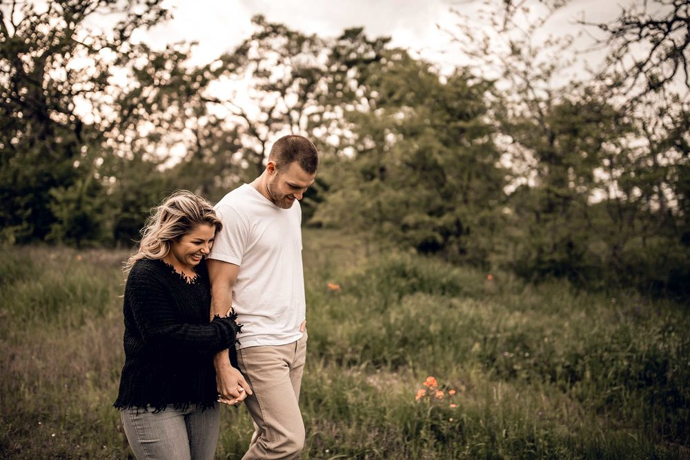 shelby-schiller-photography-lifestyle-couples-remi-colt-outdoor-jeep-adventure-15.jpg