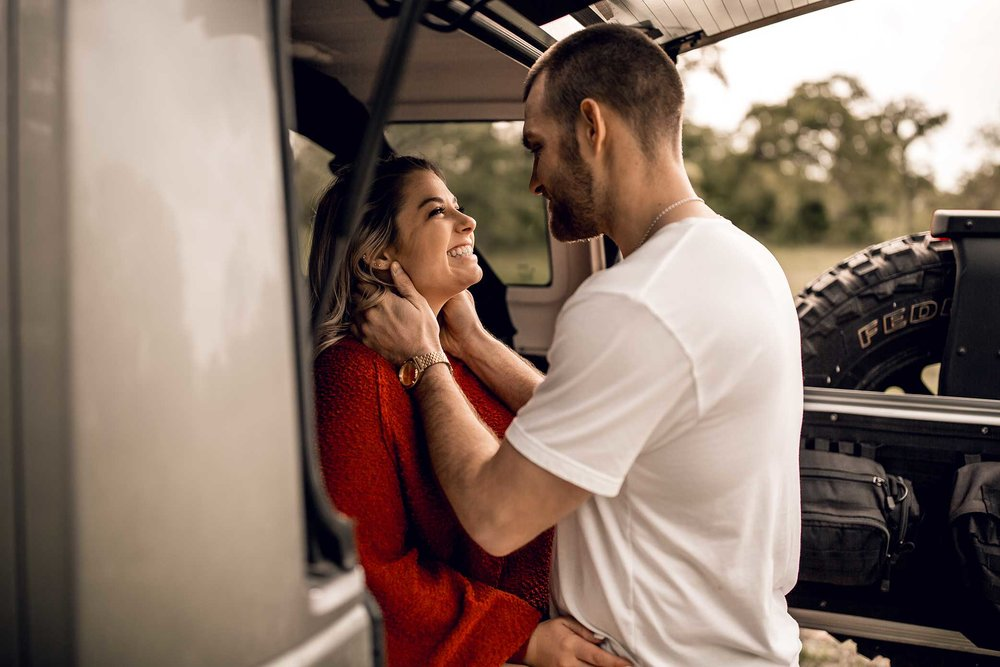 shelby-schiller-photography-lifestyle-couples-remi-colt-outdoor-jeep-adventure-23.jpg