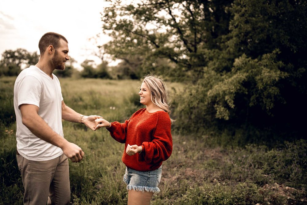 shelby-schiller-photography-lifestyle-couples-remi-colt-outdoor-jeep-adventure-30.jpg