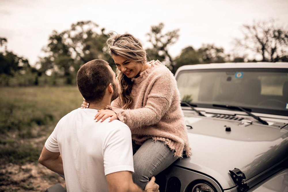 shelby-schiller-photography-lifestyle-couples-remi-colt-outdoor-jeep-adventure-51.jpg
