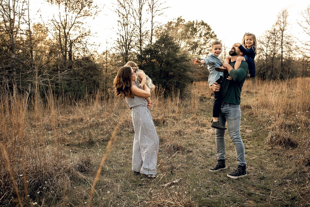 shelby-schiller-photography-lifestyle-family-session-with-3-kids-spring-2019-green-blue-yellow-college-station-2.jpg