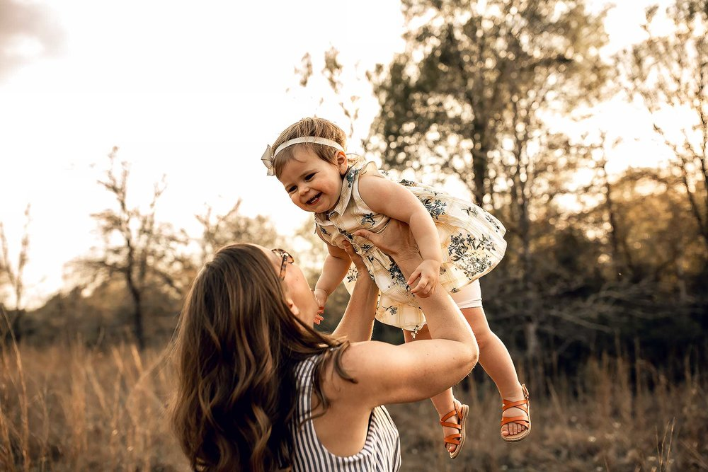 shelby-schiller-photography-lifestyle-family-session-with-3-kids-spring-2019-green-blue-yellow-college-station-4.jpg