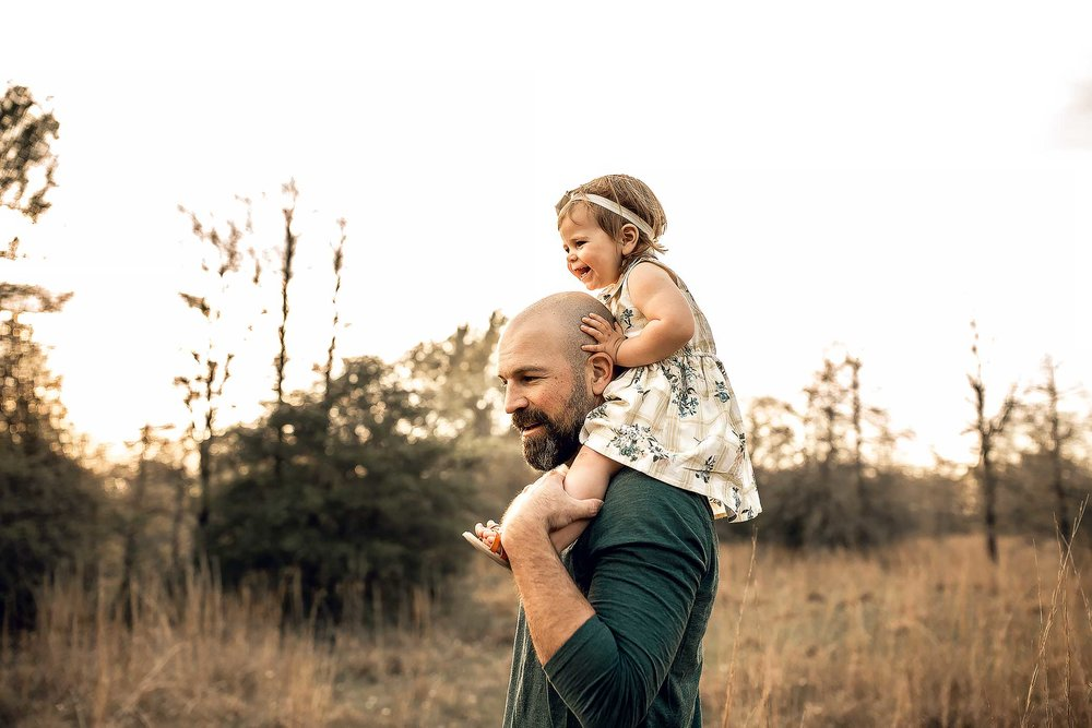 shelby-schiller-photography-lifestyle-family-session-with-3-kids-spring-2019-green-blue-yellow-college-station-9.jpg