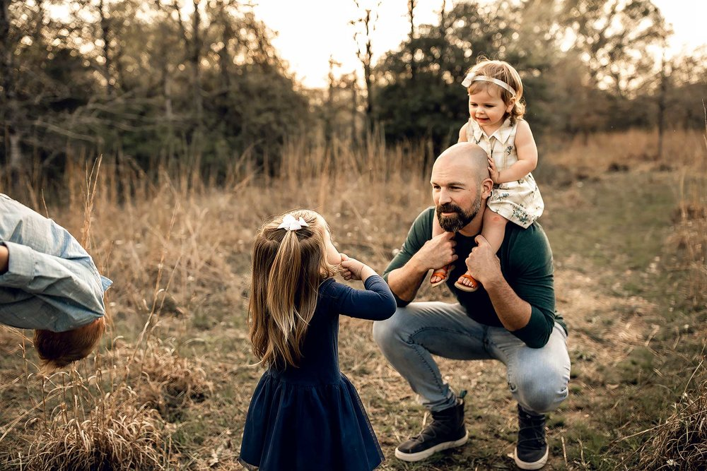 shelby-schiller-photography-lifestyle-family-session-with-3-kids-spring-2019-green-blue-yellow-college-station-11.jpg