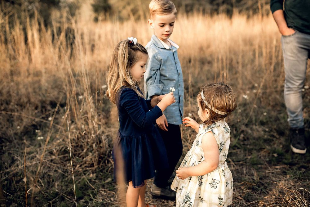 shelby-schiller-photography-lifestyle-family-session-with-3-kids-spring-2019-green-blue-yellow-college-station-14.jpg