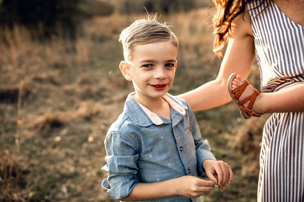 shelby-schiller-photography-lifestyle-family-session-with-3-kids-spring-2019-green-blue-yellow-college-station-25.jpg