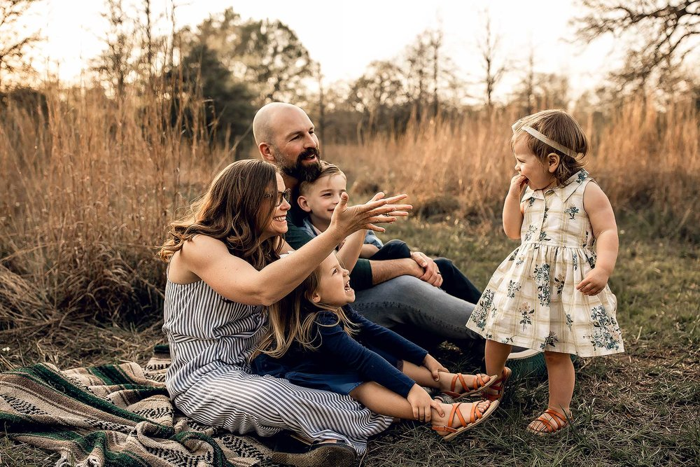 shelby-schiller-photography-lifestyle-family-session-with-3-kids-spring-2019-green-blue-yellow-college-station-34.jpg
