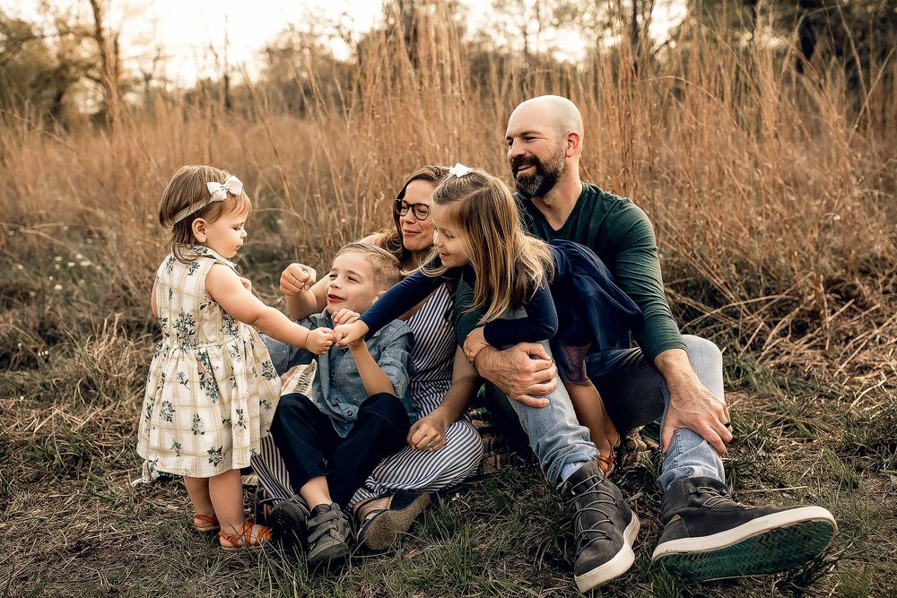 shelby-schiller-photography-lifestyle-family-session-with-3-kids-spring-2019-green-blue-yellow-college-station-37.jpg