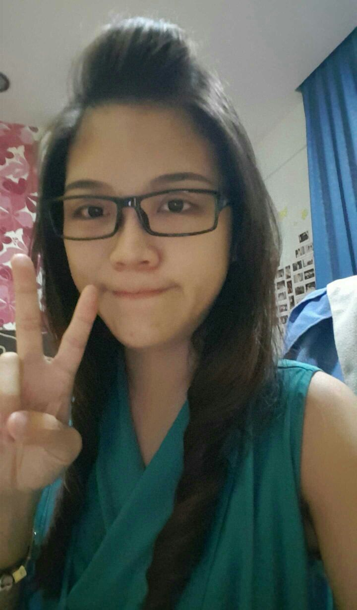 Chong Xue Er. 28 YO. 8 years experience. Full time tutor. 1) Ms Chong on d overall is a pleasant and nice teacher. 2)Yeah, she is polite and she try to make me understand very well. 3) She gives very good notes which make the subject easy to understand.