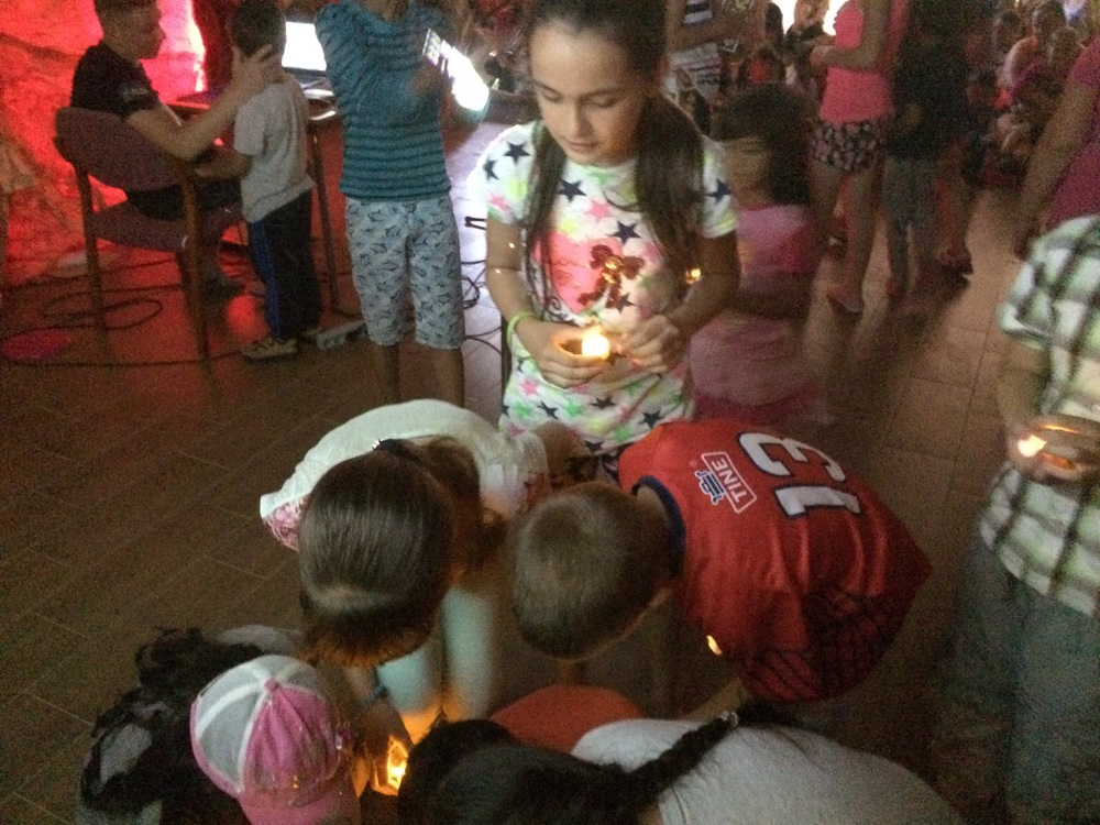 Children bring their lights to shine for Jesus
