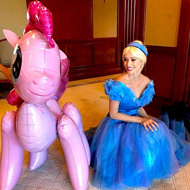 That Princess Smile 👸🏼🦄🦋💕 #cinderella #princessparties #hkkids #love #disney #dance #laugh #smile #happybirthday #balloons #games #dancing #glitter
