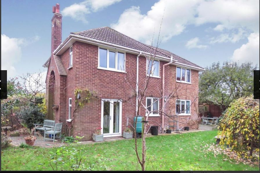 51A High Street, Biggleswade, SG18 9RU     5-bedroom detached house - £525,000