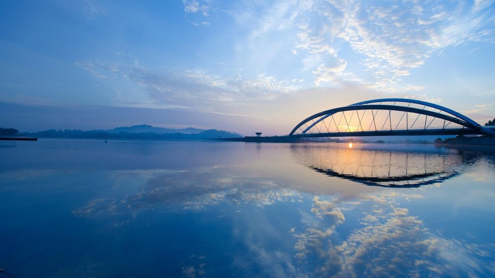 beautiful-bridge-in-putrajaya-malaysia1.jpg