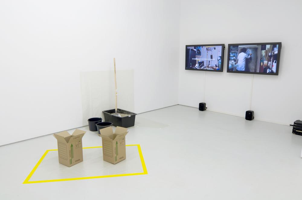 Javier Hinojosa, Daniel Kötter/Alina Rojas, Arbeit un Freizeit (2) - Fiesta y ensayo (2) , 2009 2-channel video, 24', performance, installation