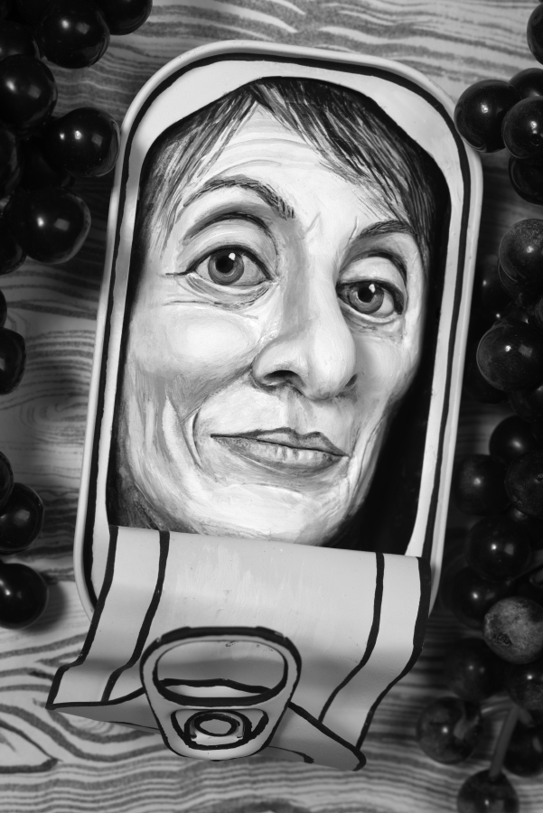 Mary Reid Kelley   Camille Paglia in an Oyster Tin   Pigment Ink Print, 56,61 x 39 cm  2015