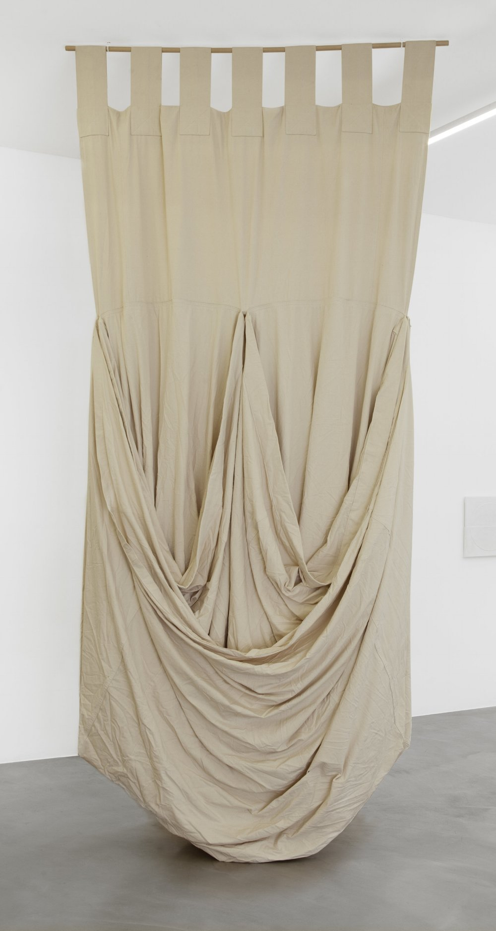 Friedrich Teepe  1985-5 , 1985 cotton, raw, 400 x 200 x 120 cm