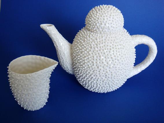 Nucleolus Pofupfou Teapot and Spiky Milk Jug ceramic