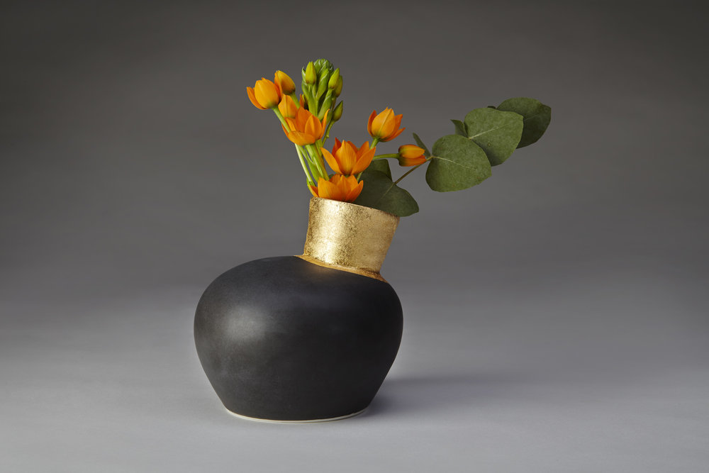 Gilded Speak Vase in Black porcelain with 24ct goldleaf