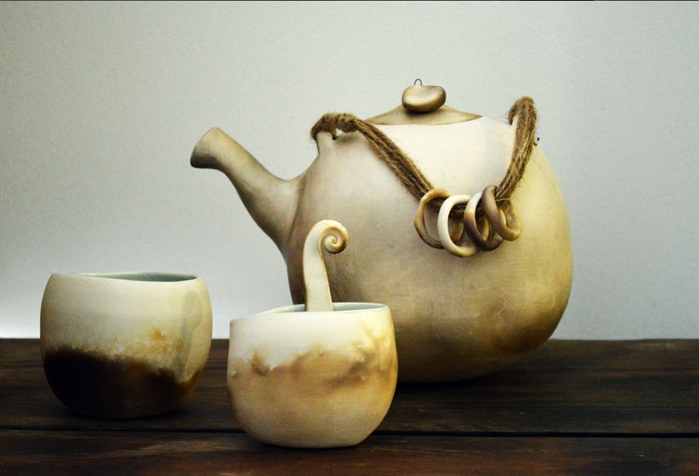 Big Tea Pot  ceramic  16 x 21 cm approx  £200