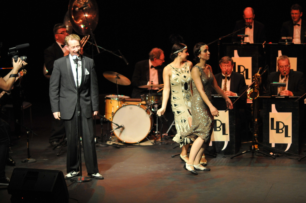 1920s singer, jazz band and dance show.JPG
