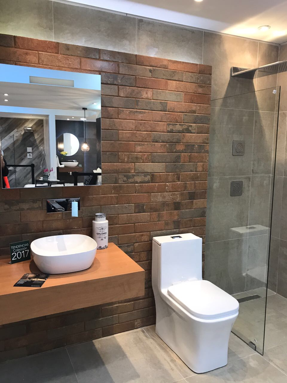 diseño de baño textura moderno innovación innovacion ducha espejo