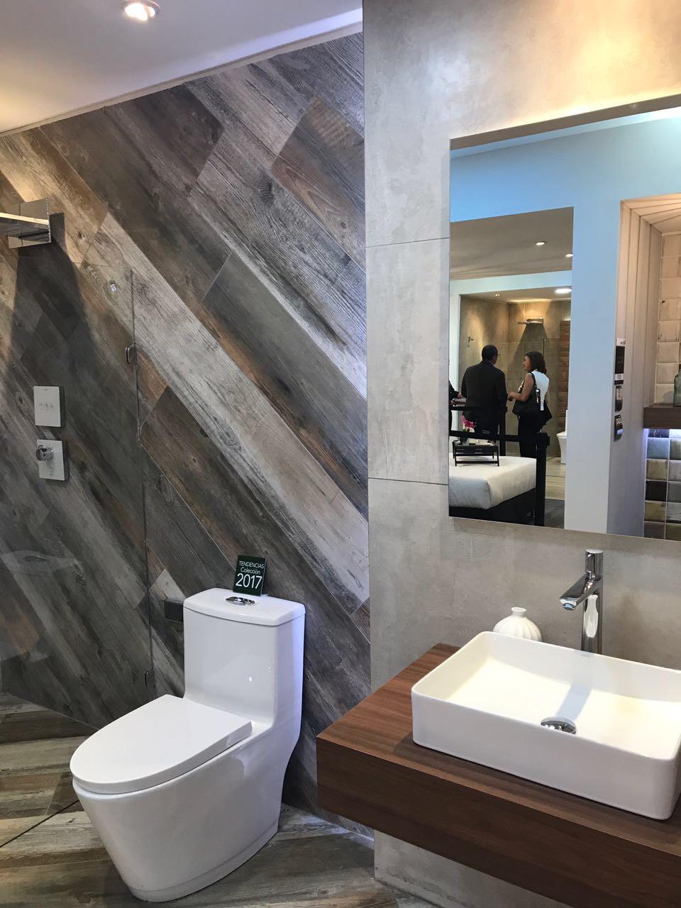 pared madera baño personalizado madera envejecida sanitario baño lavamanos