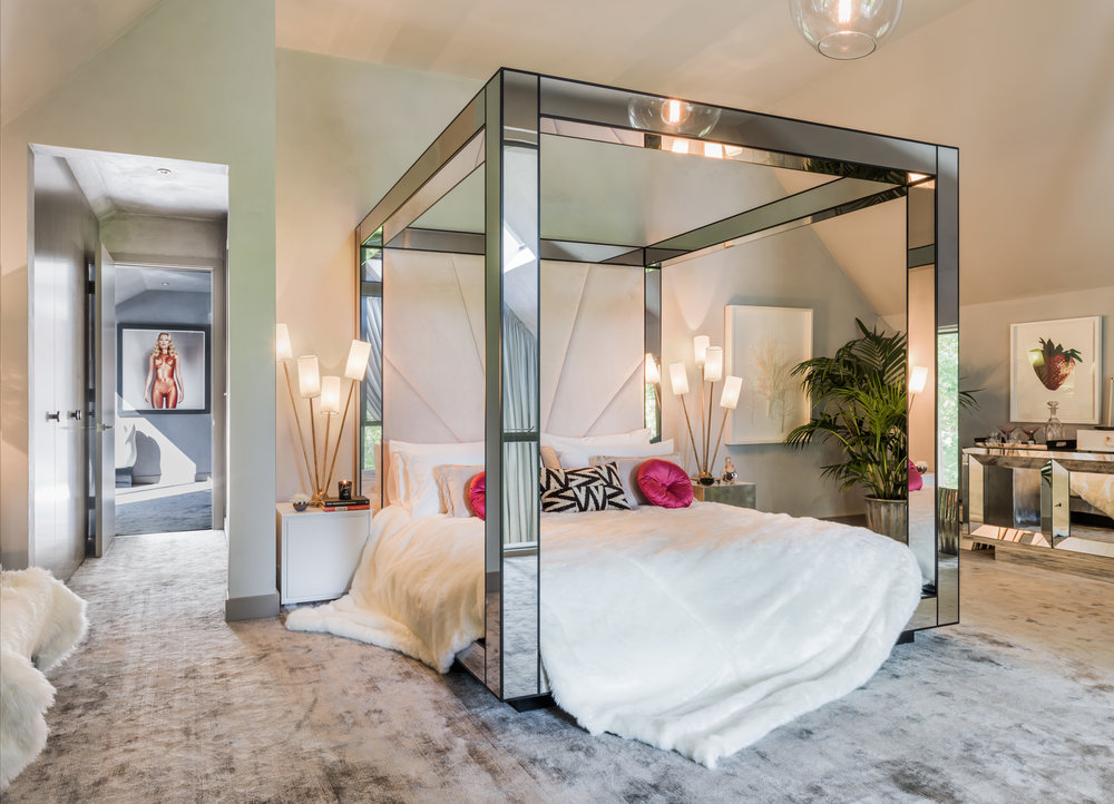 Kate Moss The Lakes by yoo Bedroom _ credit Mel Yates www.thelakesbyyoo.com.jpg