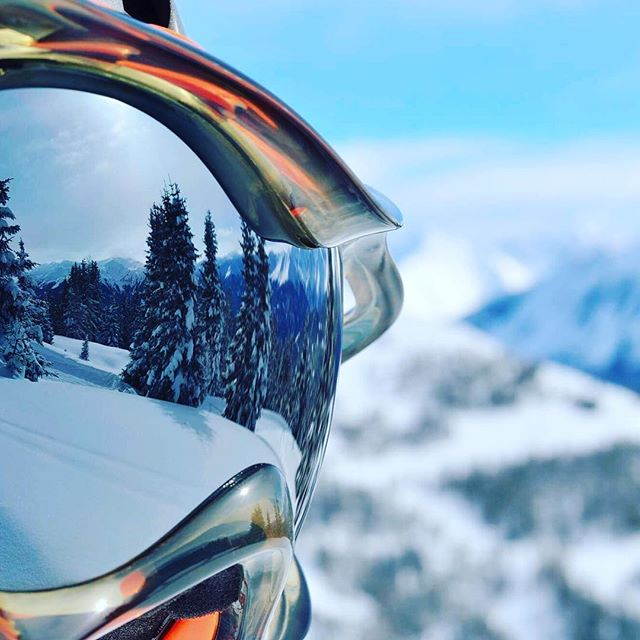 Reflecting on last season #winteriscoming #snow #ski #luxurytravel #traveller #travel #chalet #chaletgirl #wanderlust #exploretocreate #destinationearth #oneill #powder #snowboard #offpiste #courchevel #alps #frenchalps