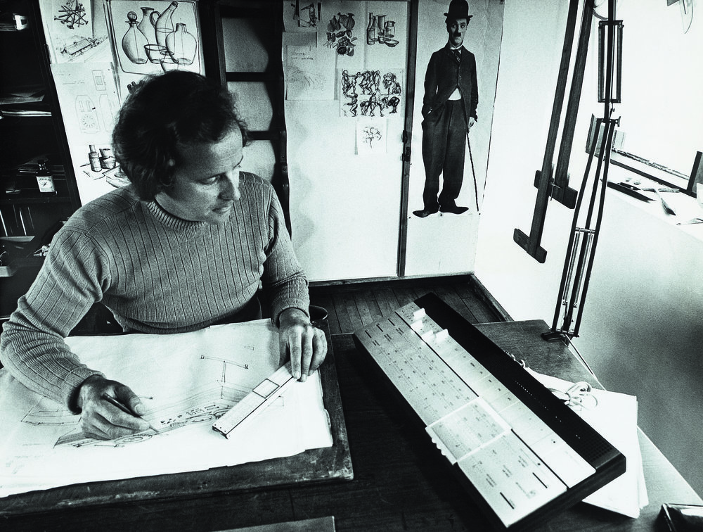 Jacob Jensen in his studio at work on the Beomaster 1200, 1968.