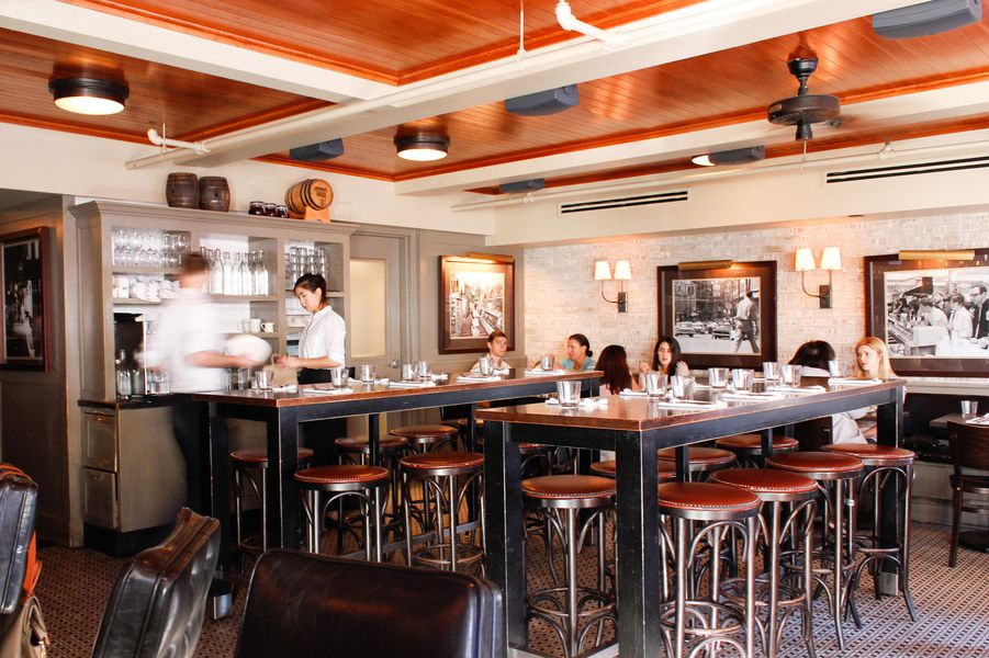 Russell House Tavern - CAMBRIDGE, HARVARD SQUAREUpscale New American fare, craft cocktails & microbrews are on offer at this chic gathering spot.