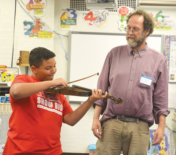 Ken Waldman at Bellefontaine Intermediate School. Photo Courtesy of The Bellefontaine Examiner.