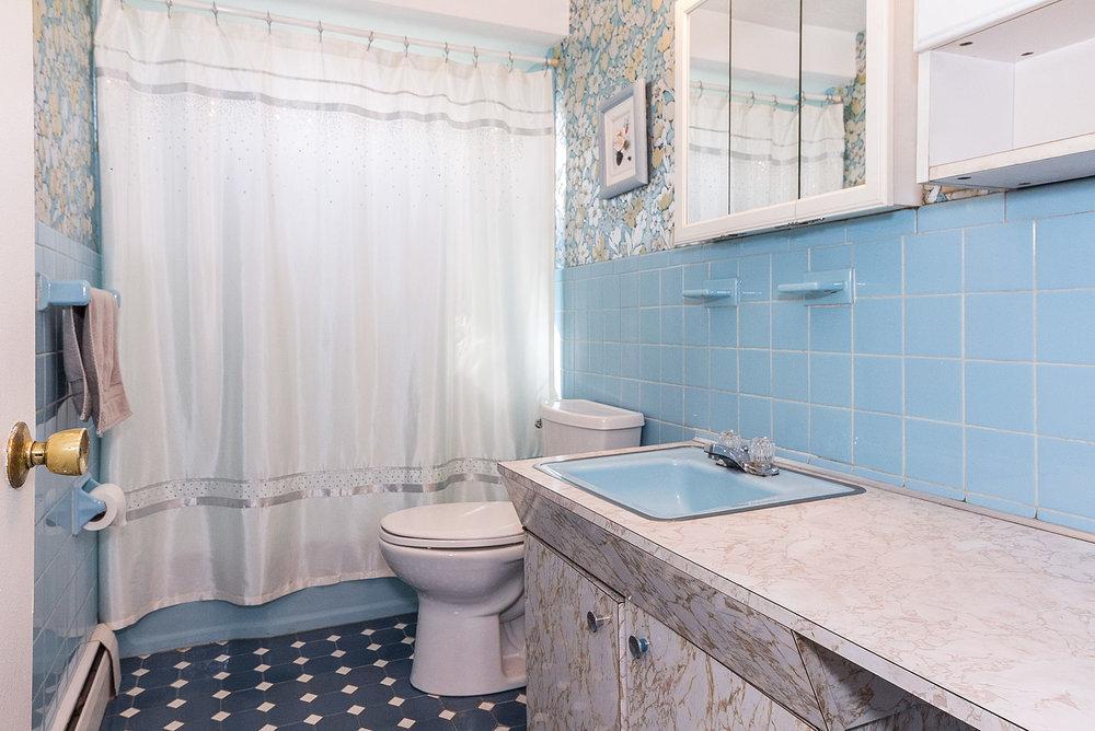 1bathroom_1.jpg