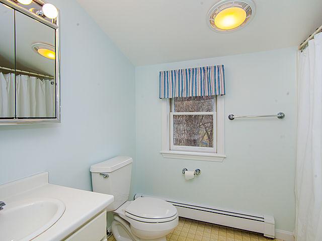 2bathroom1.jpg
