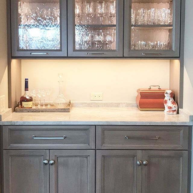 Can't have a kitchen without a lovely bar 🍷🥃🍸 • • • #forestmillwork #kitchendesign #bardesign #homebar #asheville #828isgreat #drinksathome