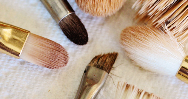 how-to-clean-makeup-brushes-00.jpg