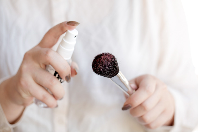 Cleaning-Makeup-Brushes-With-Alcohol.jpg
