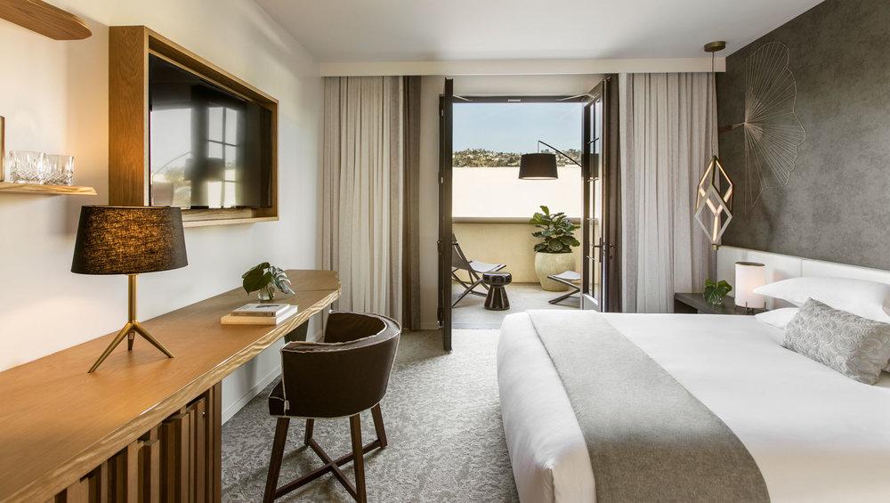 la-peer-terrace-king-room-view-9037a986.jpg