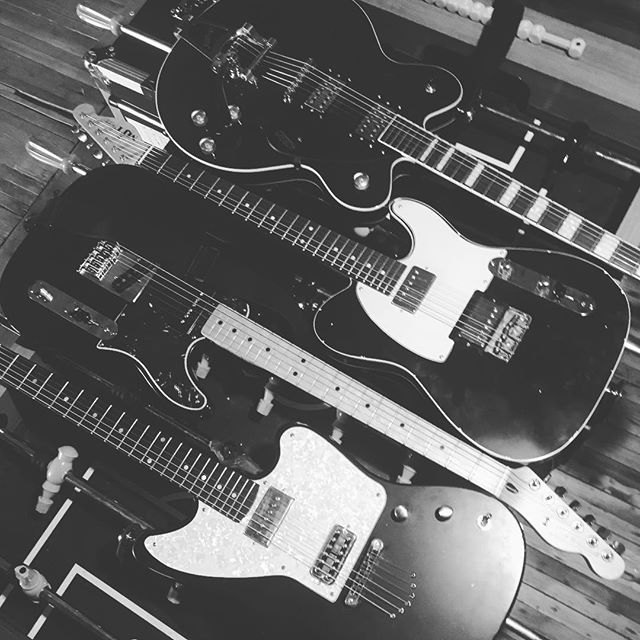 Have you ever seen guitars spooning? Now you have 😉 . . . #guitar #rocknroll #indierock #indieband #indie #mjt #moniker #fender #gretsch #vibes #tone #gearshots #tonefordays #gearheads #knowyourtone