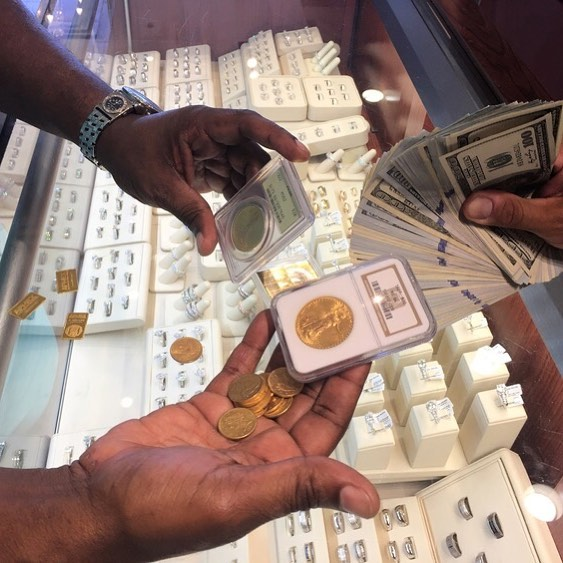 Make some money this year! Your old gold jewelry can be earning you quick cash. We buy gold jewelry and scrap gold. Gold is at an all time high! If you're looking to sell your gold jewelry in Westchester, NY, you have found the right place! Stop by today! 1880 Central Park Ave. Yonkers, NY 10710 914-337-6677 #jewelry #finejewelry #jeweler #papasgoldcityjewelers #yonkers #newyork #buygold #sellgold #webuygold #newyear #money #makemoney #watches #bracelets #necklaces #earrings #rings