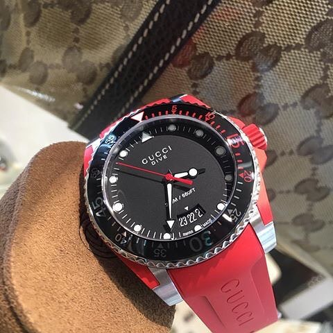 #WatchWednesday Check out our collection of designer watches like this Gucci one!  1880 Central Park Ave. Yonkers, NY 10710 914-337-6677 #jewelry #finejewelry #jeweler #papasgoldcityjewelers #yonkers #newyork #watches #gucci #gucciwatch #designer #red #trendy #style #wristwatch