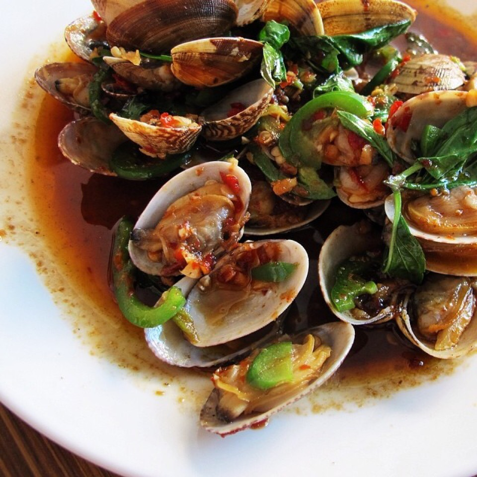 Clams sautéed in chili! Best thing on the menu. Google Images.